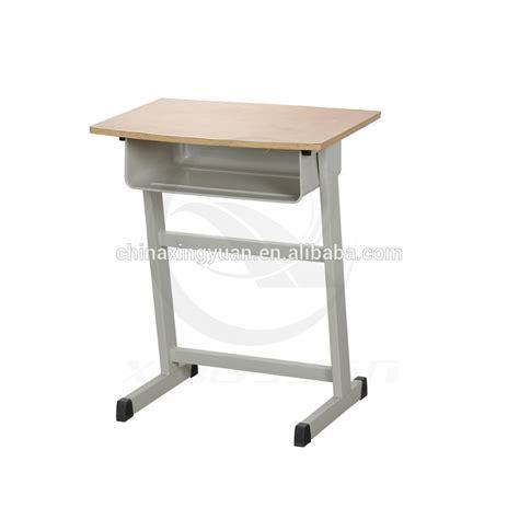 escuela caliente de la venta de escritorio y silla usado