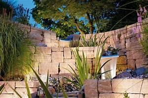 Wasserlauf Garten Modern : gartengestaltung mauer mit wasserlauf ~ Markanthonyermac.com Haus und Dekorationen