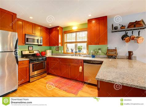 cuisine orange davaus decoration cuisine jaune orange avec des
