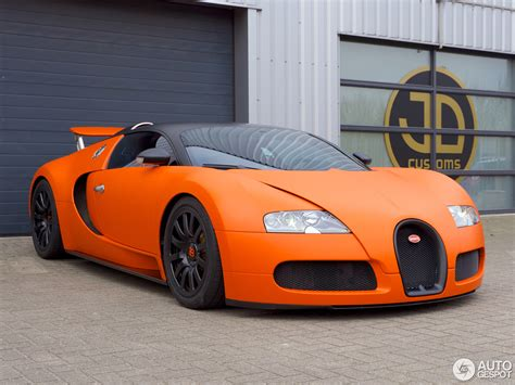 Bugatti Veyron is orange for King's day!