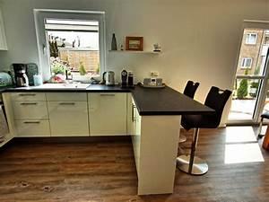 Küche Mit Elektrogeräten Und Spülmaschine : tresen k che die neuesten innenarchitekturideen ~ Bigdaddyawards.com Haus und Dekorationen