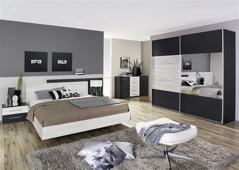 chambre grise chambre adulte contemporaine chêne clair gris métallique