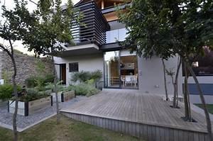 interieur a base de materiaux naturels dans une villa rustique With materiaux pour terrasse exterieure