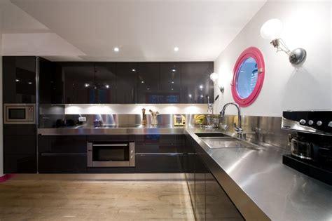 cuisine noir et inox cuisine à armony sigma laque noir plan inox par