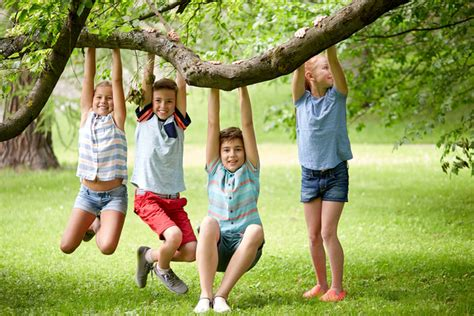 2 tips for encouraging your to play outside screen time 790 | bigstock friendship childhood leisure 155037977 600x
