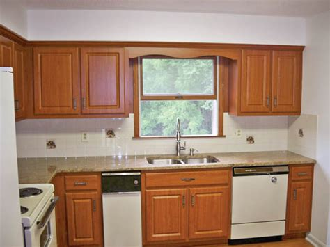 replacing kitchen cabinet doors before and after think replacing your kitchen cabinets is your only update 9752