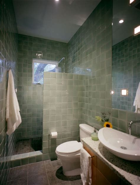 Small Bathroom Shower Designs by Best 25 Small Bathroom Showers Ideas On Small