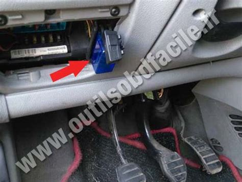 obd connector location  renault scenic