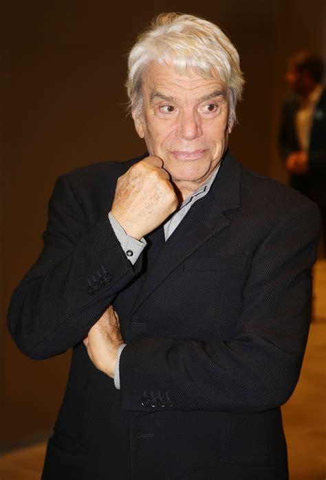 Bernard tapie (born january 26, 1943 in paris) is a french businessman, politician and occasional actor, singer, and tv host. Bernard Tapie a sauvé des vies
