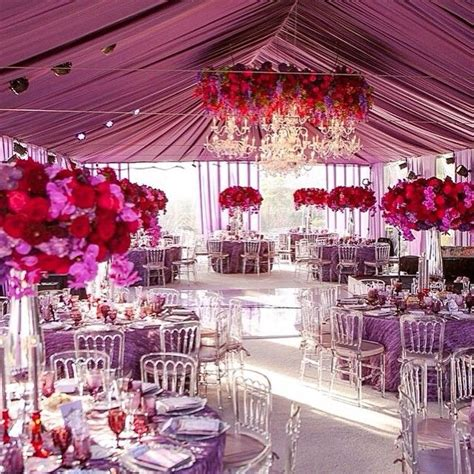 As featured on planmyweddingday is this bold and rich