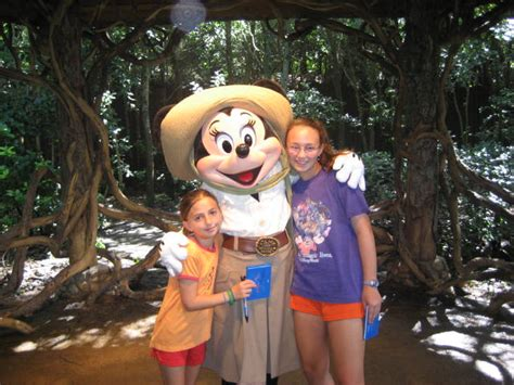 minnie mouse camp minnie  mickey animal kingdom