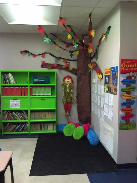 Chagne Decoration Ideas - my fall tree reading corner this idea change the
