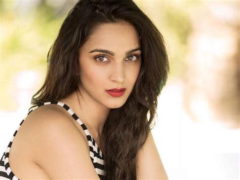 wallpaper  iphone  actress indian kiara advani