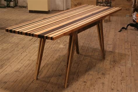Tisch Aus Palettenholz by Gro 223 Er Schreibtisch Mit Tischplatte Aus Restholzstreifen