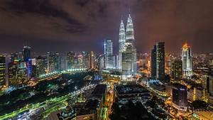 Illuminated night view of the Petronas Twin Towers, Kuala ...