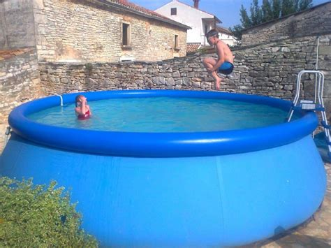Hard-plastic-garden-pool-for-kids