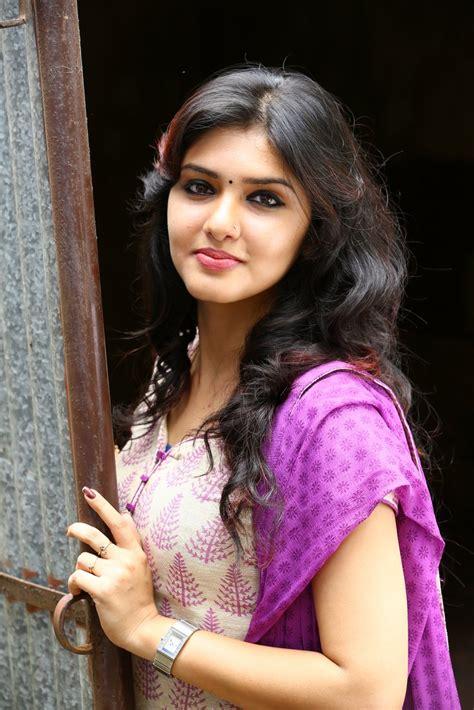 actress kalyani nair age malayalam actress gayathri suresh profile movies