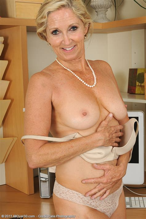 Blonde Office Milf Shows Off Her Year Old Super Hot Body Pichunter