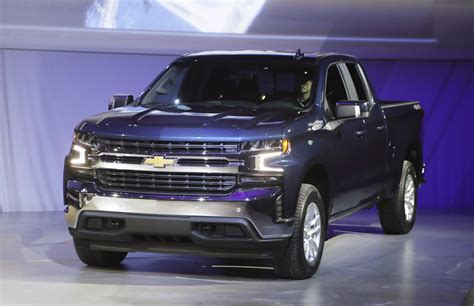 general motors picks  market share  pickup truck war