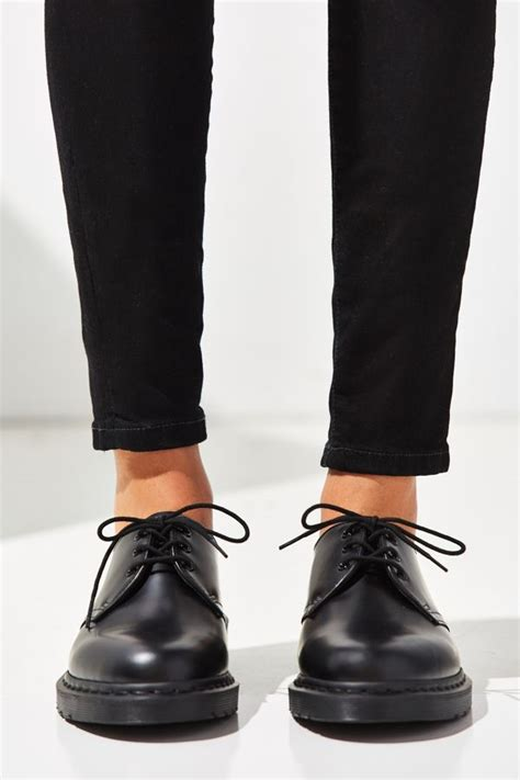 dr martens  mono  eye oxford urban outfitters