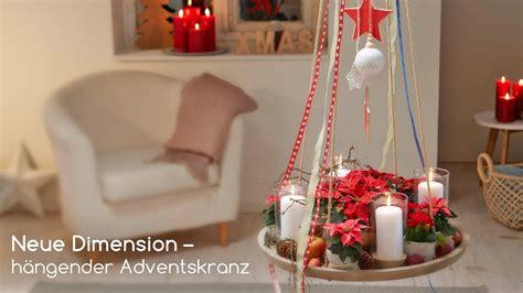 Zum Aufhängen Selber Machen by Diy H 228 Ngender Adventskranz Mit Weihnachtssternen