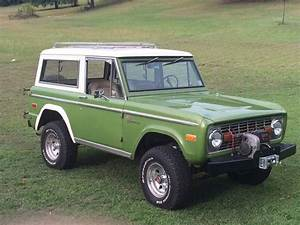 Love early broncos with this green shade!!!! Roof racks rule too!   Early bronco, Ford bronco ...