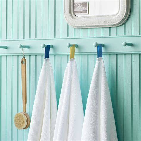 organize  arrange  towels   bathroom