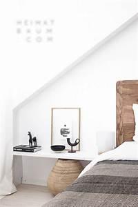 Computer Im Schlafzimmer : einzeiliges regal statt nachtschrank im schlafzimmer wohnidee einrichtungs wohnideen ~ Markanthonyermac.com Haus und Dekorationen