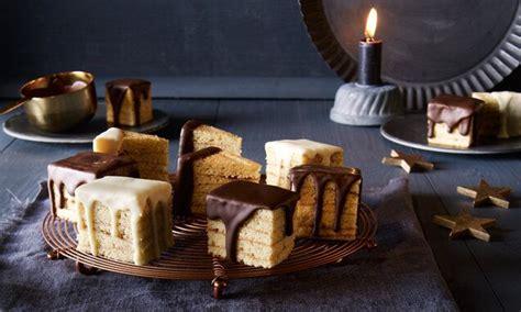 saftiger baumkuchen mit schokolade ueberzogen