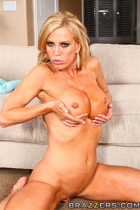 milf amber lynn seduce with her shakers moms archive