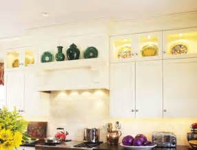 top of kitchen cabinet ideas how to decorate above kitchen cabinets ideas for decorating kitchen cabinets eatwell101