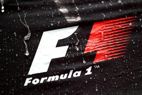 Das aktuelle logo der formel 1 besteht aus einem kursiven f im zuge der übernahme der formel 1 durch liberty media soll der königsklasse ein neues image erhalten und offener für ihre fans werden. Formula 1, Logo HD Wallpapers / Desktop and Mobile Images ...