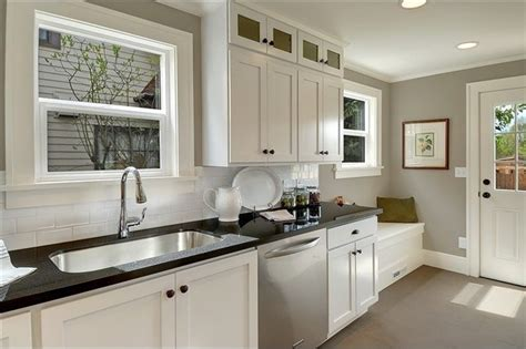 pictures of small kitchen designs classic white shaker 7486