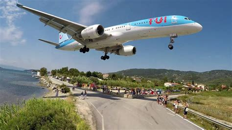 WTF!! Boeing 757 using the REVERSE GEAR - Skiathos Airport ...