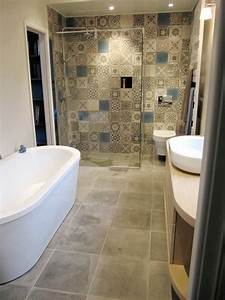 55 idees pour poser du carrelage mural chez soi With motif carrelage salle de bain