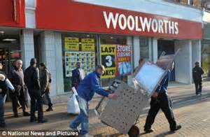 Image result for Woolworth Corp. closed its last 400 stores.