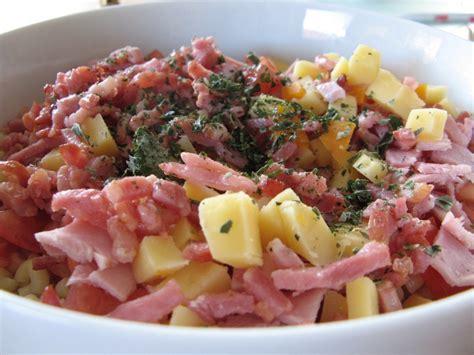 salade de p 226 te au lardons tomates fromage et au basilic