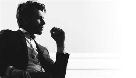 9 Subtle Differences Between A Confident & Arrogant Man