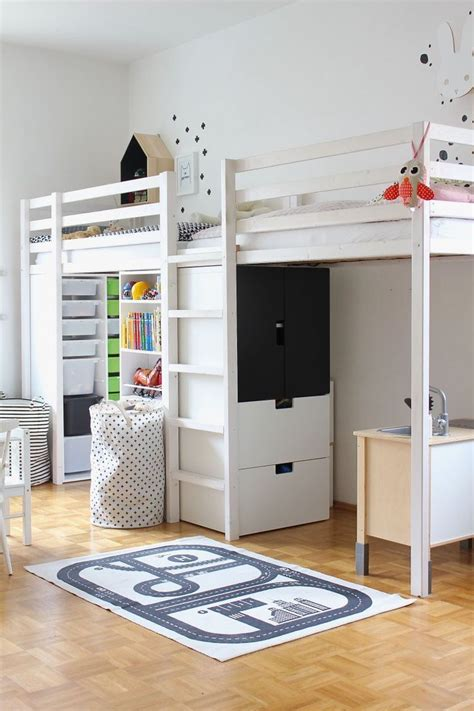Kinderzimmer Zwillinge Ikea by H 252 Bsches Helles Kinderzimmer Mit Hochbetten F 252 R Zwillinge