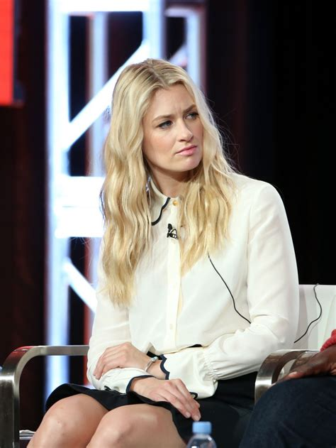 Beth Behrs The Neighborhood Panel Tca Winter Tour