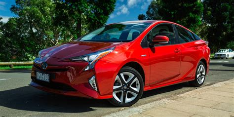 Toyota Car : 2016 Toyota Prius I-tech Review