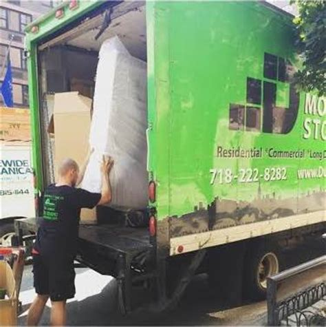 how much to tip movers how much to tip the movers dumbo moving and storage nyc