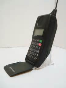 First Motorola Flip Cell Phone