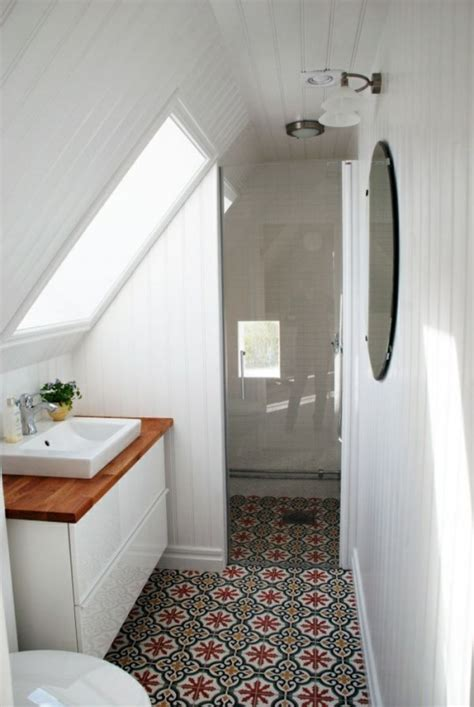salle de bain sous les toits magnifique salle de bain am 233 nag 233 e sous les toits attic small bathroom and lofts