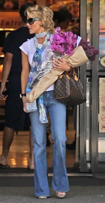 celebrities  monogrammed louis vuitton speedy canvas bag