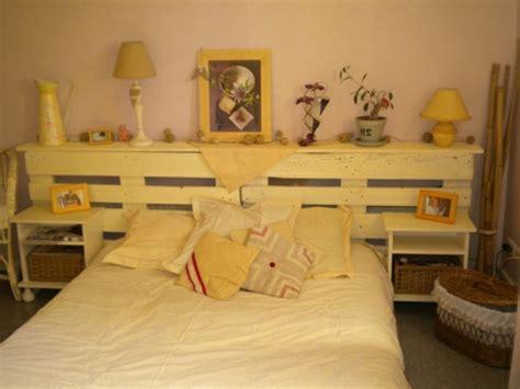 chambre a coucher moderne en bois massif tête de lit en bois cerusé pour un aspect élégant vintage