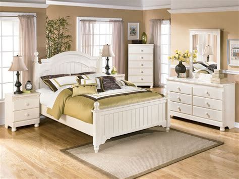 rustic bedroom furniture rustic white bedroom furniture sets womenmisbehavin White