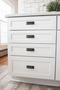 drawers or cabinets in kitchen are you not sure what size knobs or pulls will look best 8829