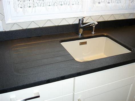 finition plan de travail cuisine granits déco plan de travail en granit noir