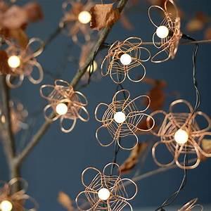 Guirlande Lumineuse Fleur : une guirlande lumineuse d cor e de fils de cuivre marie claire ~ Teatrodelosmanantiales.com Idées de Décoration